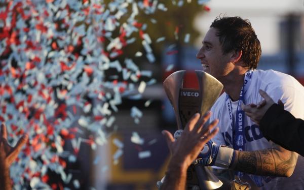 Arquero de Arsenal caminará 245 kilómetros tras ganar título argentino