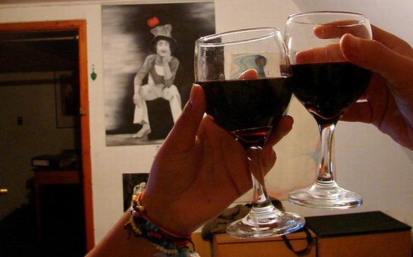Beber vino tiene los mismos beneficios que media hora de ejercicios