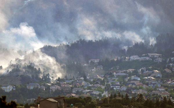 Incendio forestal en Colorado obliga a evacuar a 36 mil personas