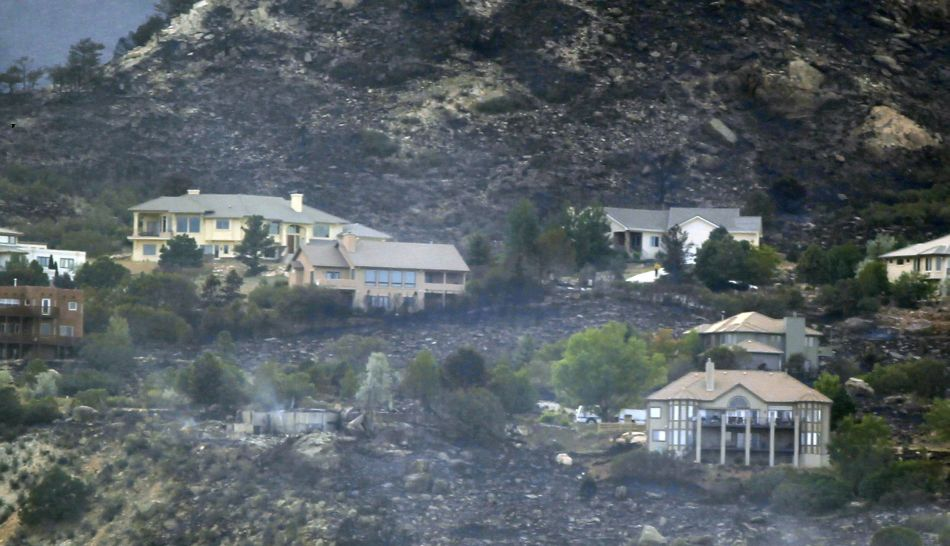 FOTOS: decenas de miles de desplazados en Colorado aguardan a que cese el fuego