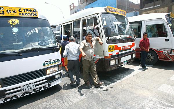 Vehículos de transporte público fabricados antes de 1982 serán retirados a fin de año