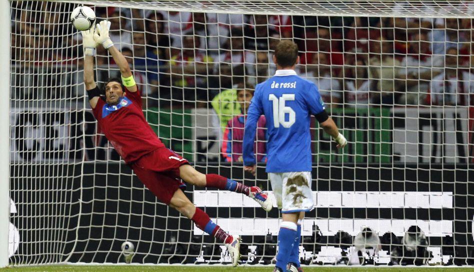 FOTOS: Iker Casillas o Gianluigi Buffon: ¿Quién será el mejor arquero de la Eurocopa 2012?