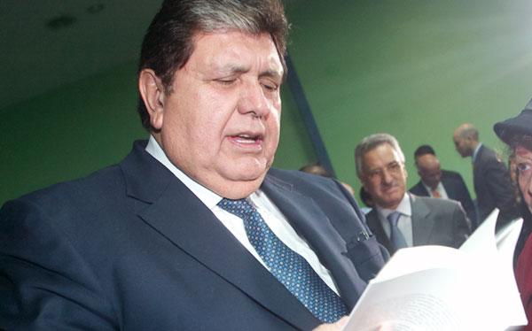 Megacomisión no responsabilizaría penalmente a Alan García por colegios emblemáticos
