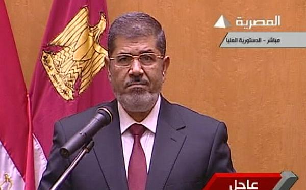 """Mursi juró como presidente en Egipto: """"El Ejército volverá a dedicarse a sus labores"""""""