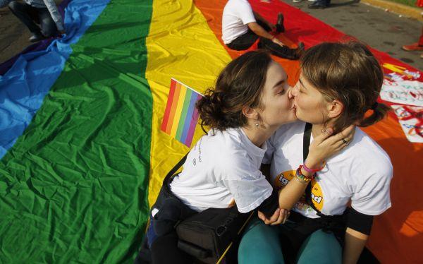 Comunidad gay exigió a Humala plan nacional contra la homofobia