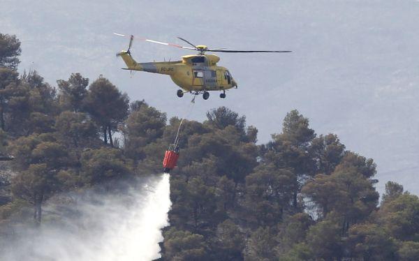 España: murió piloto al caer su helicóptero mientras luchaba contra fuego