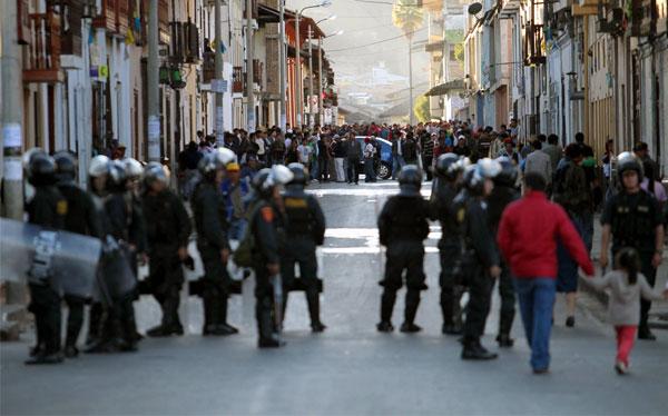 Cajamarquinos marcharon desafiando estado de emergencia decretado por el Gobierno