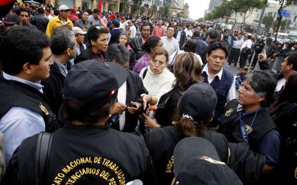 Trabajadores del INPE exigen con huelga que se cumpla con aumentos