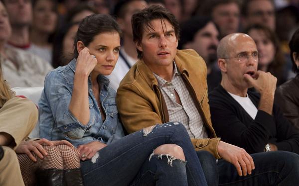 Katie Holmes reapareció en público tras su divorcio de Tom Cruise y aseguró estar bien