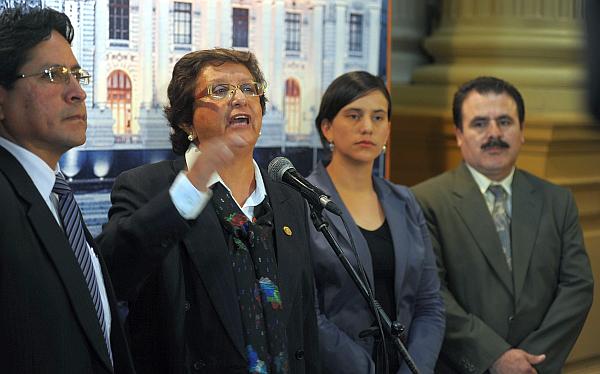 Ex aliados de Humala piden renuncias de Valdés y Calle por muertes en Cajamarca