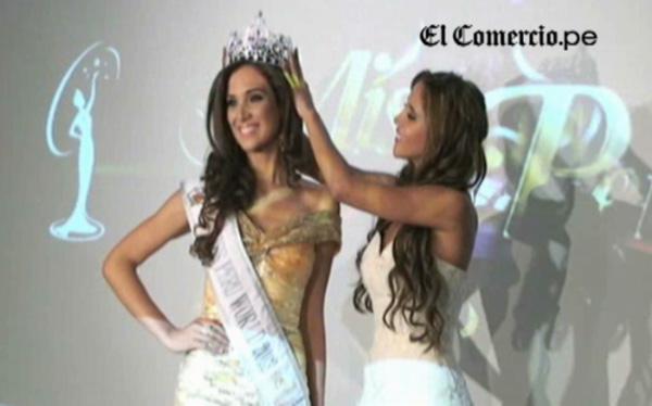 """Elba Fahsbender recibió corona de Miss Perú Mundo: """"Debemos voltear la página"""""""