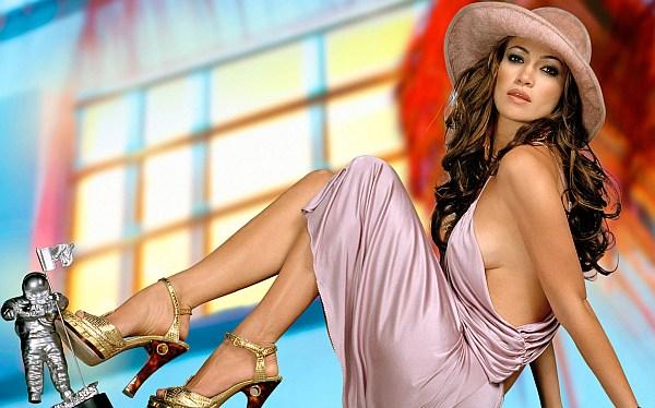 Jennifer López produciría serie sobre una pareja de lesbianas