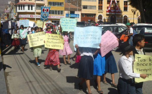 Huánuco: escolares marcharon para exigir mejor calidad educativa