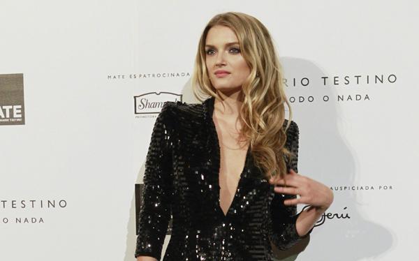 Modelo de Victoria's Secret hizo turismo por Lima