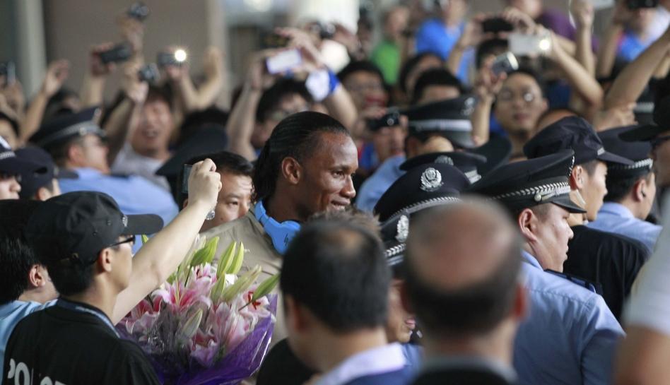 FOTOS: Didier Drogba fue recibido como un héroe en China