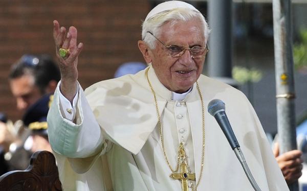 """El Papa denunció que """"se quiere arrojar a la Iglesia por los suelos"""""""