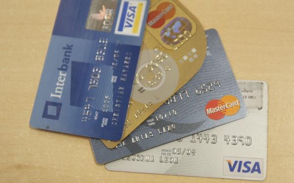 """Aspec: contratos de tarjetas de crédito tienen hasta """"16 cláusulas abusivas"""""""