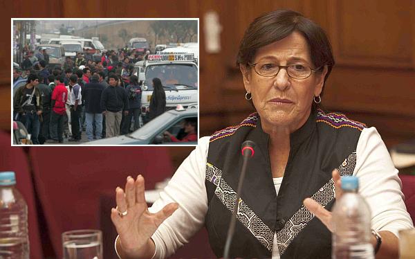 Vinculan a transportistas en campaña de revocación contra Susana Villarán