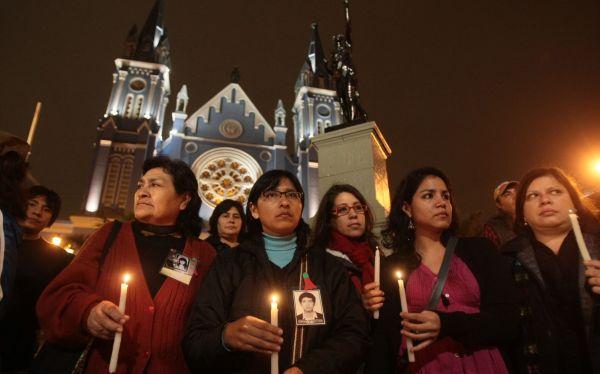 Plantón contra rebaja de pena a grupo Colina se realizó en Plaza Francia