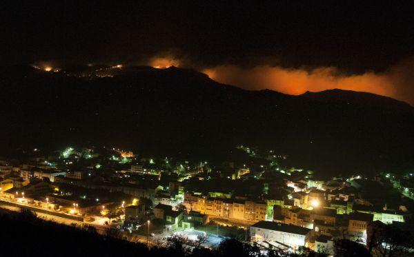 España: incendio forestal dejó tres muertos y 24 heridos