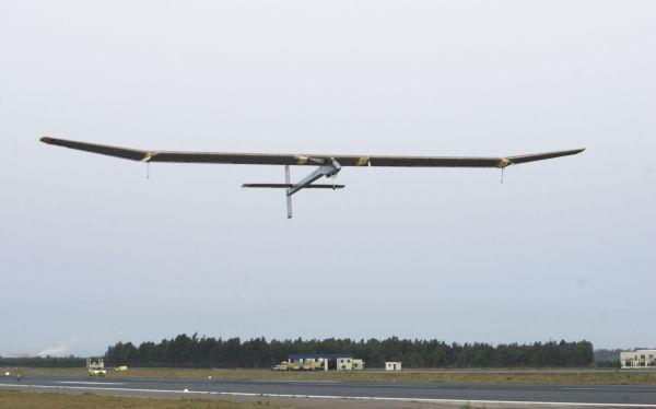 Avión solar regresa a Suiza y completa primer vuelo intercontinental