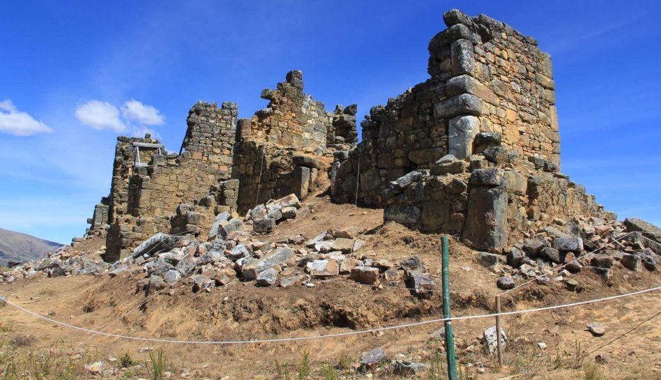 FOTOS: piezas de metal halladas en Marcahuamachuco serían parte de una ofrenda