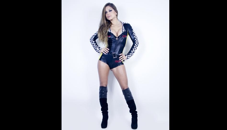 Vanessa Jerí realizó sexy sesión fotográfica para promover el motociclismo