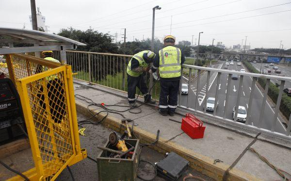 Lima no tiene planes para reforzar guardavías del trébol de Javier Prado