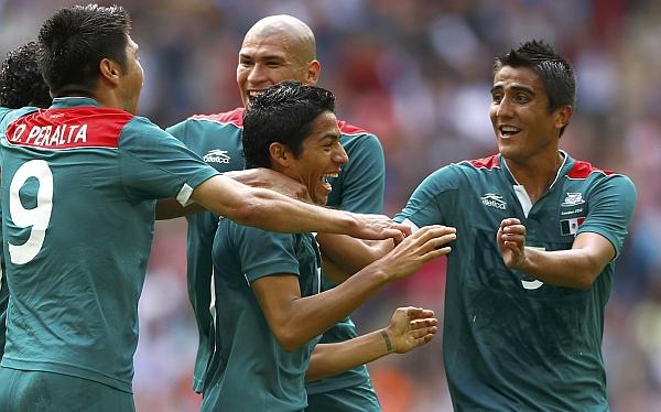México derrotó 4-2 a Senegal y enfrentará a Japon en semifinales