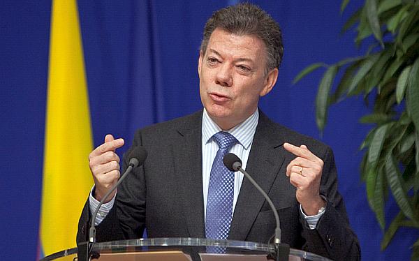 Santos llega a mitad de su gobierno con su popularidad más baja y Uribe en la oposición