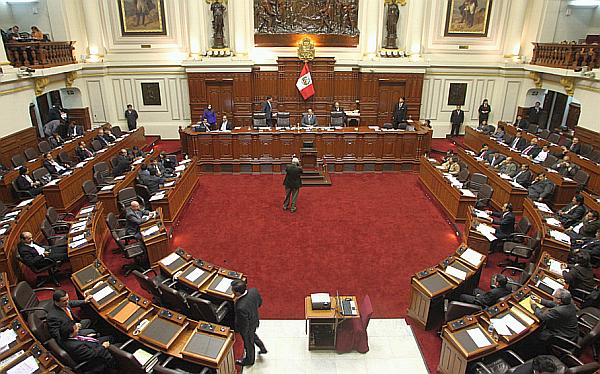 Disputa de tres bancadas entrampa el reparto de comisiones en el Congreso