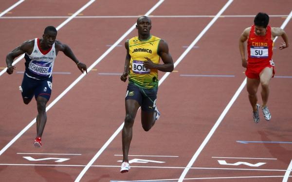 Usain Bolt avanza con facilidad a la final olímpica de 100 metros
