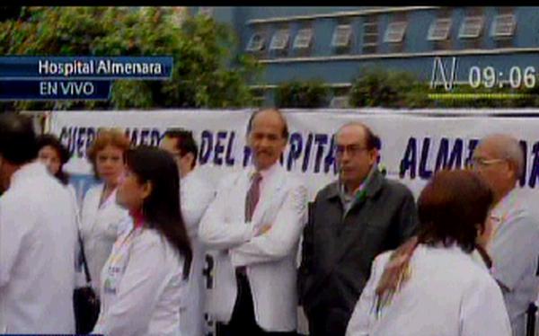 Médicos de Essalud inician huelga pese a aumento de 15%