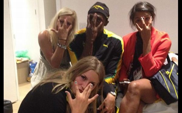 Usain Bolt festejó su medalla de oro al lado de estas hermosas suecas