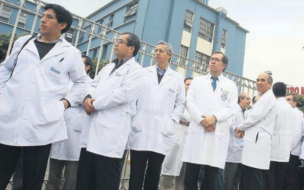 Demandas salariales de los médicos de Essalud fueron aprobadas