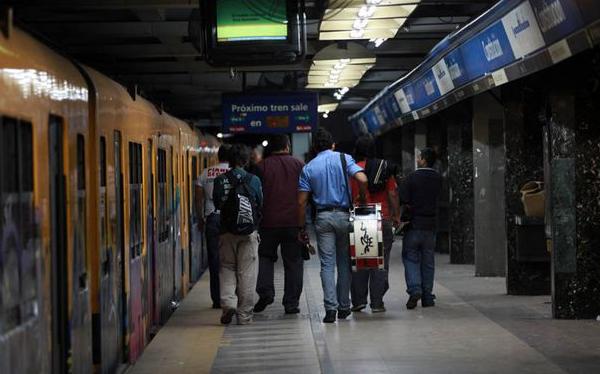 Argentina: Buenos Aires lleva 6 días sin metro, su principal medio de transporte