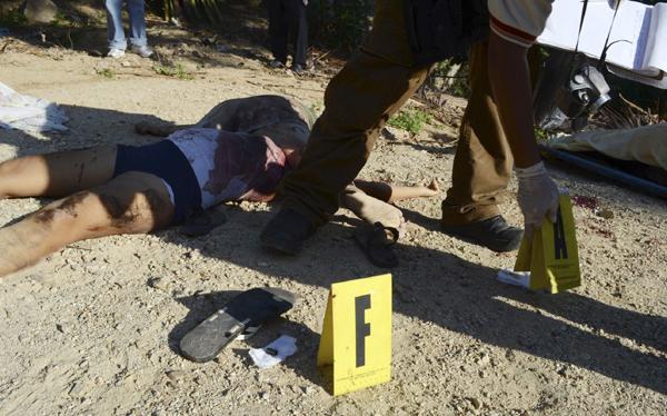 Violencia en México: abandonan 14 cadáveres en una autopista
