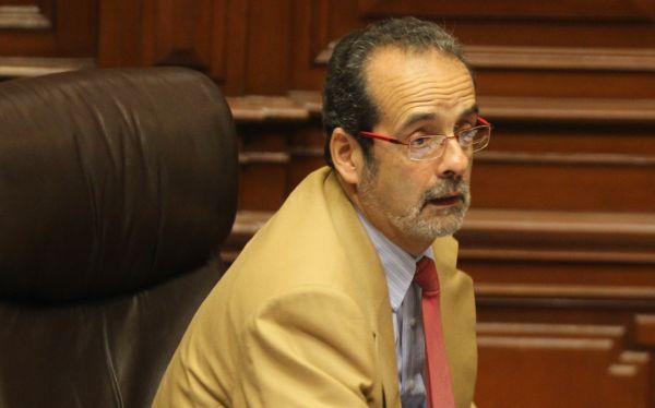 """Javier Diez Canseco: """"La diplomacia parlamentaria puede ayudar en La Haya"""""""