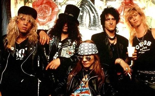Ganador de lotería hará oferta para ver tocar juntos a los Guns N' Roses