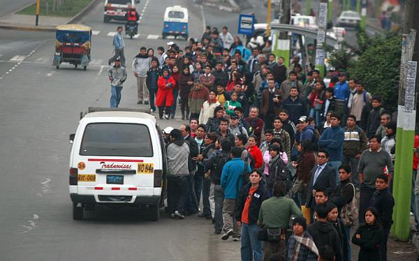 Sector de transportistas acata paro contra reformas de Municipalidad de Lima