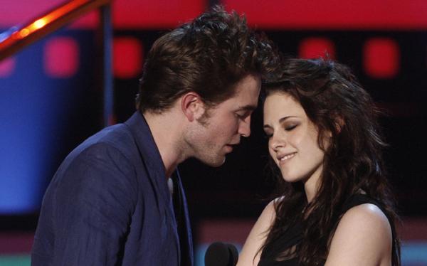 Kristen Stewart canceló su participación en los MTV Awards para evitar a Robert Pattinson
