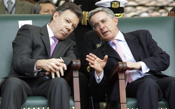 Álvaro Uribe acusa al Gobierno de Colombia de negociar con las FARC