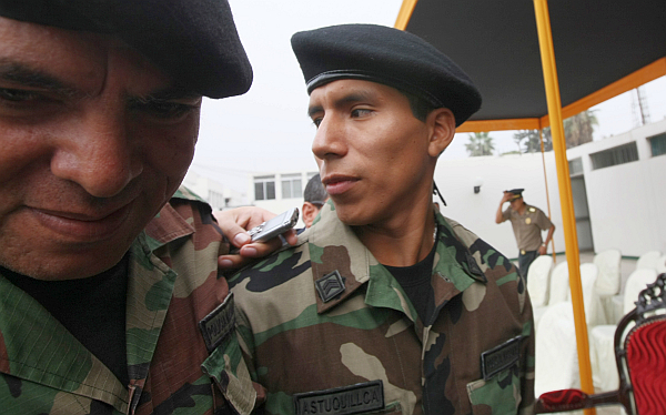 "Astuquillca afirmó que ""se retrocedió"" en lucha contra Sendero por falta de armamento"