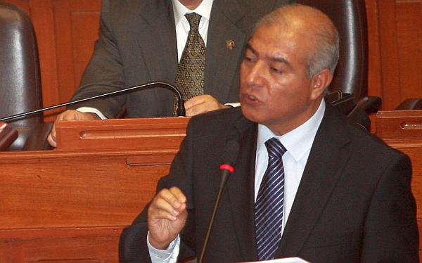 Pedraza irá a Comisión de Defensa por bases policiales en el Vraem