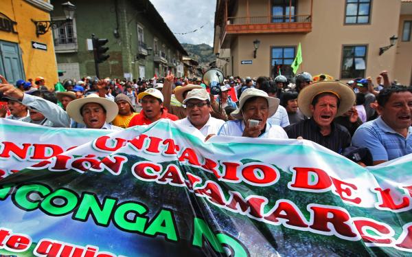 Opositores a Conga en Bambamarca desafían estado de emergencia