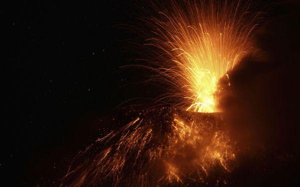 El volcán Tungurahua entró en erupción y activó la alarma en Ecuador