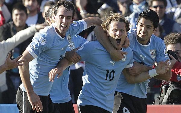 Forlán, Suárez, Cavani y Abreu encabezan lista uruguaya para enfrentar a Colombia y Ecuador