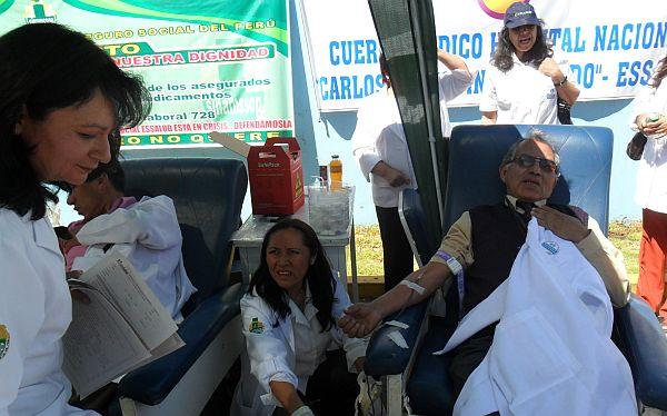 Arequipa: médicos de Essalud en huelga donaron sangre como medida de protesta