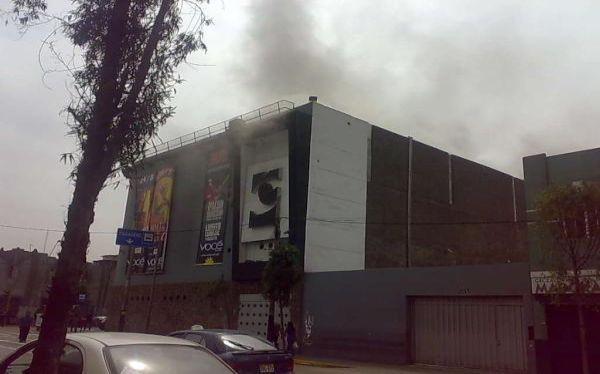 Incendio en discoteca Vocé: bomberos sofocaron fuego en segundo piso del local