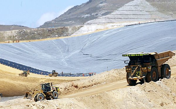 Suspensión de Conga no afectará otras inversiones mineras, asegura SNMPE